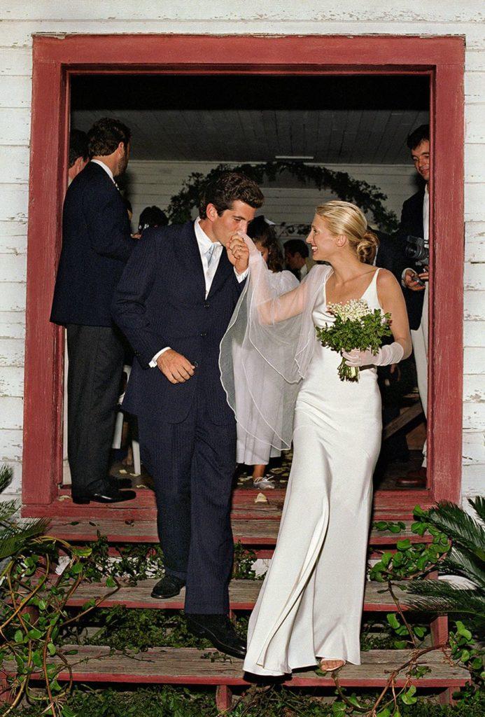 abito da sposa minimal Carolyn Bessette