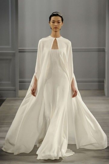 abito da sposa minimal con mantella