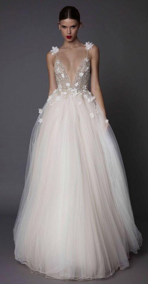 abito da sposa ampio con gonna in tulle e corpetto scollato in glitter