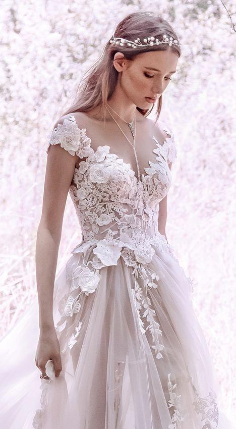 abito da sposa con applicazioni effetto 3D