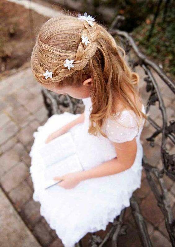 acconciatura semiraccolta per damigella di nozze