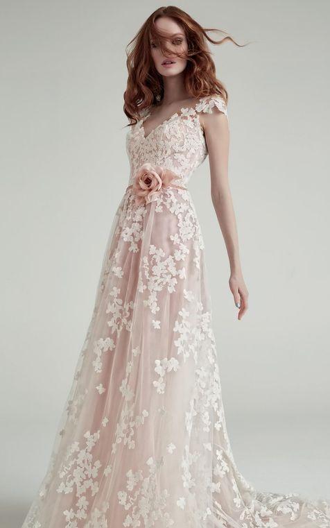 abito da sposa rosa svasato romantico  in pizzo e tulle