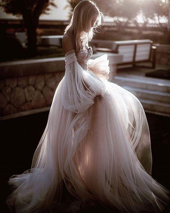 abito da sposa ampio rosa in tessuto plissè di chiffon