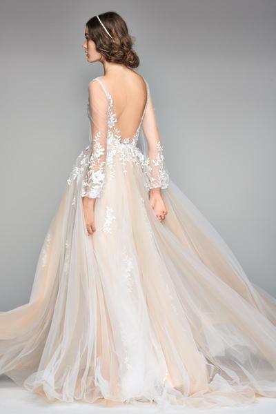 abito da sposa romantico con schiena nuda