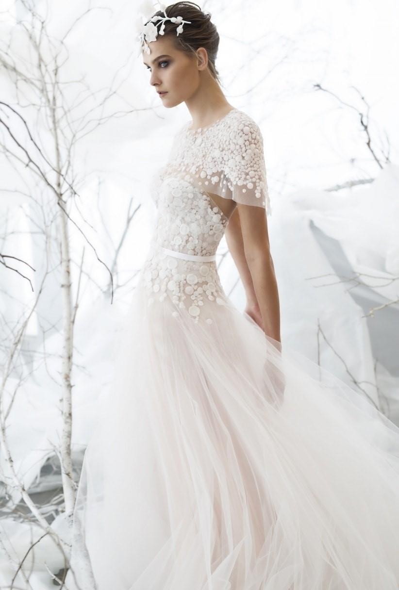 abito da sposa scivolato con pizzo e maniche corte