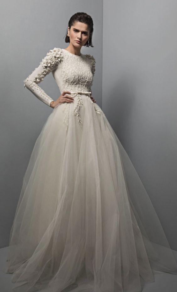 abito da sposa invernale  con pull e gonna in tulle