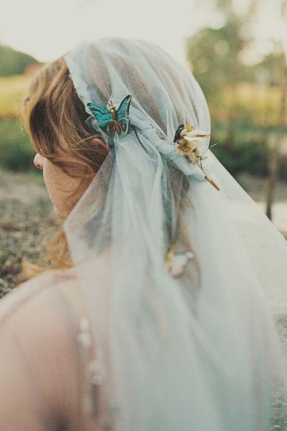 farfalle sul velo da sposa