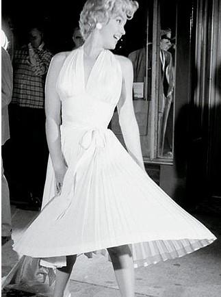 Marilyn abito bianco all'americana quando la moglie è in vacanza
