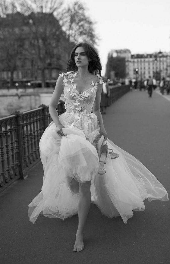 abito da sposa in tulle con farfalle