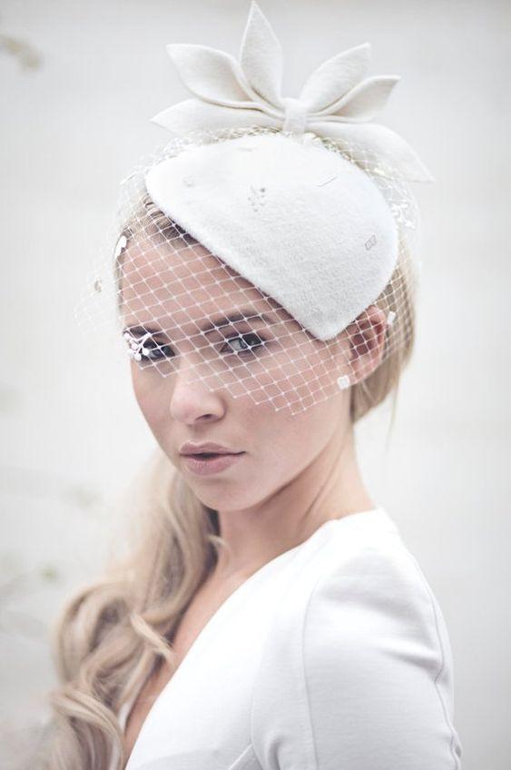cappellino con veletta da sposa