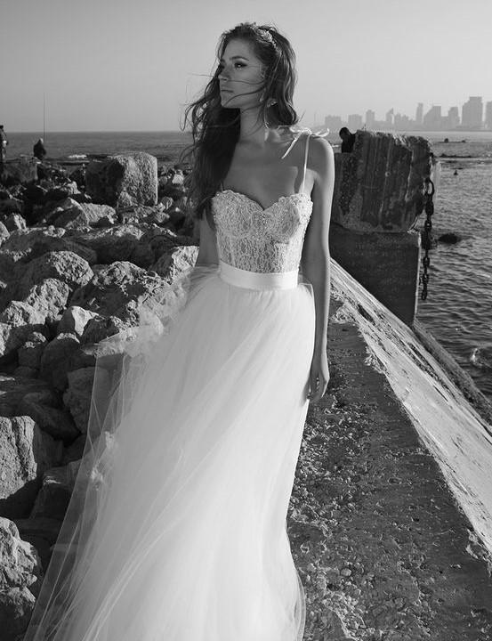 abito da sposa con corpetto  a sottoveste in ipizzo e gonna in tulle