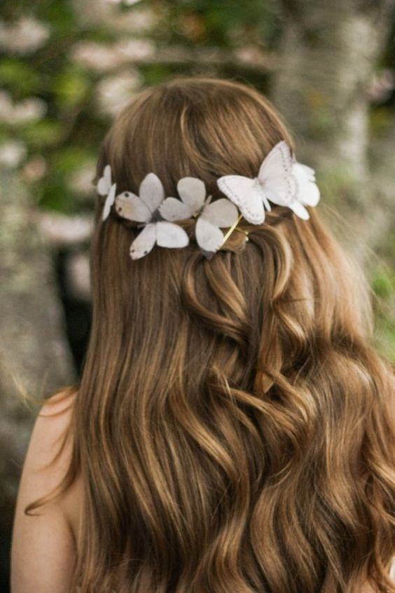acconciatura sposa con farfalle