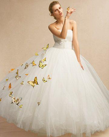abito da sposa con farfalle colorate applicate
