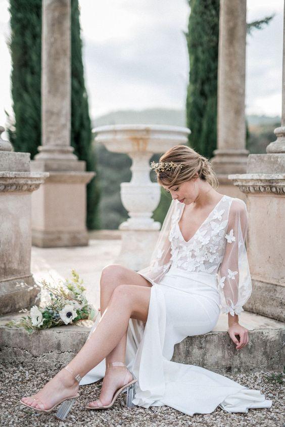 abito da sposa minimal con farfalle