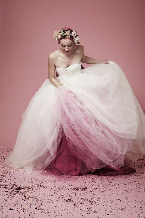 abito da sposa ampio con gonna in tulle  colorato