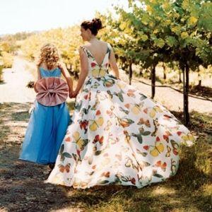 abito da sposa con tessuto stampa farfalle