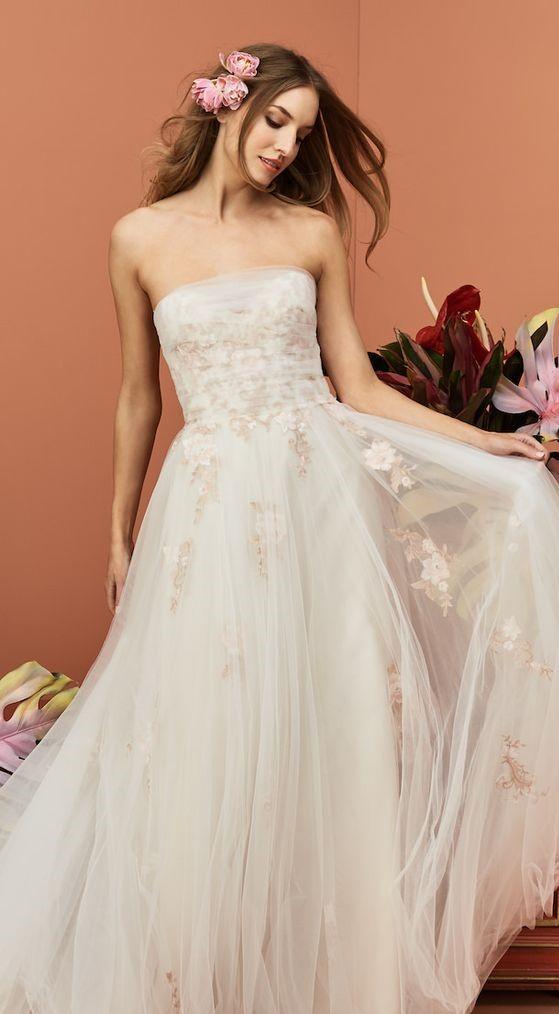 abito da sposa decollete con sovrapposizione pizzo e tulle