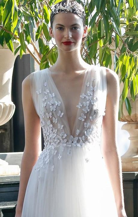 abito da sposa corpetto drappeggiato in chiffon  con piccole farfalle applicate