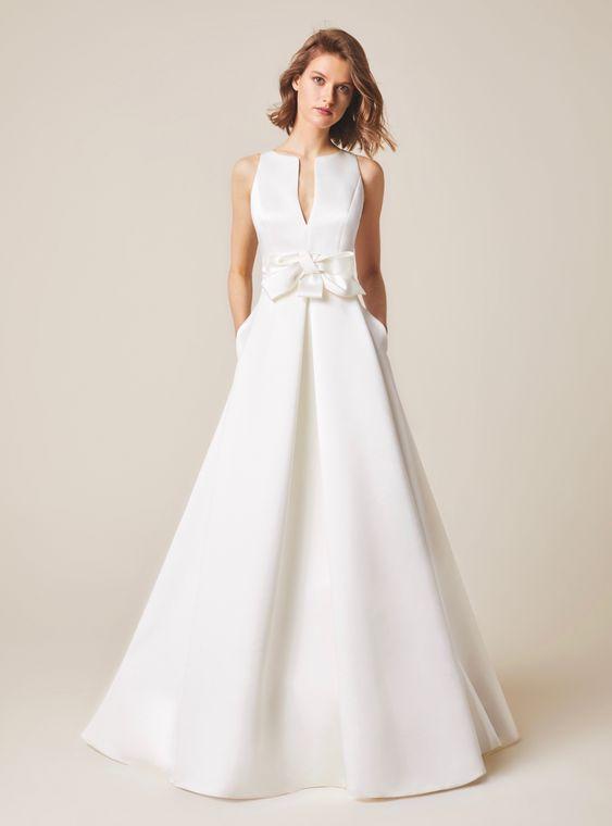 abito da sposa svasato senza maniche in mikado