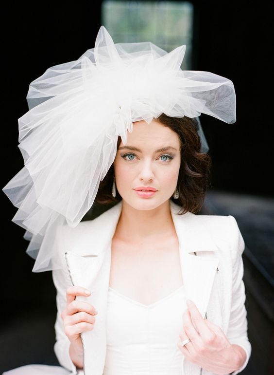 tulle effetto cappello da sposa