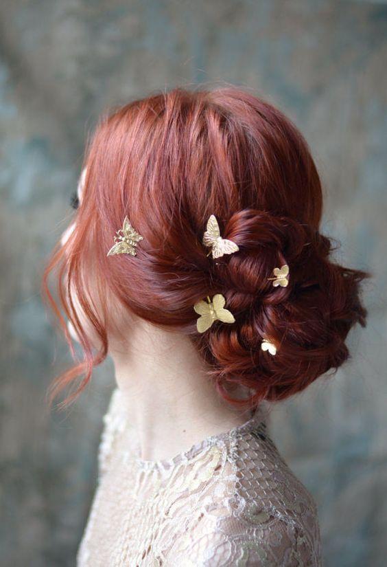 acconciatura sposa a chignon con farfalle