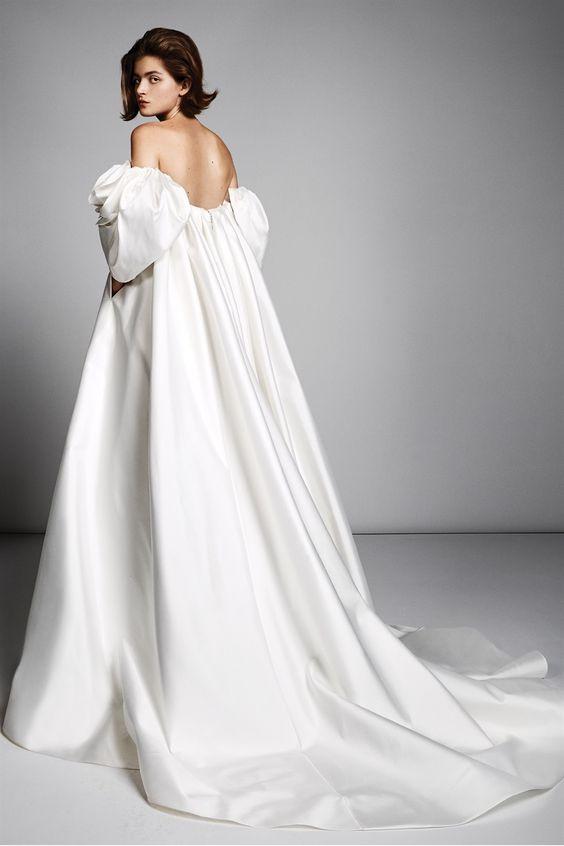 abito da sposa con pannello sul dietro