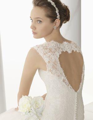 abito da sposa con schiena  a forma di cuore