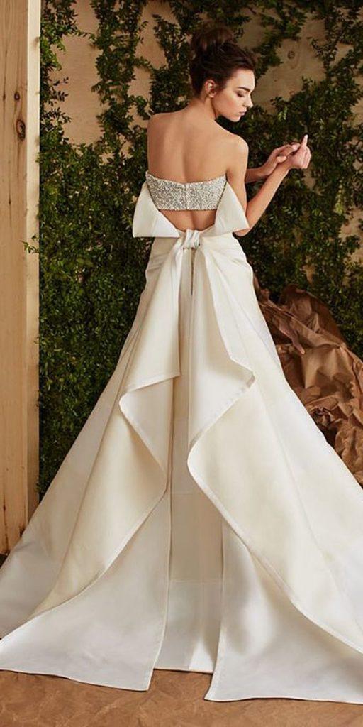 abito da sposa con motivo a pannelli sul dietro