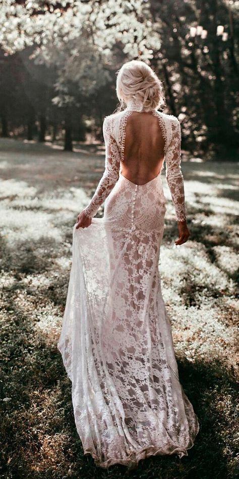 abito da sposa in pizzo a sirena con schiena nuda