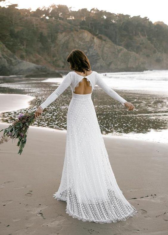abito da sposa con oblò sulla schiena