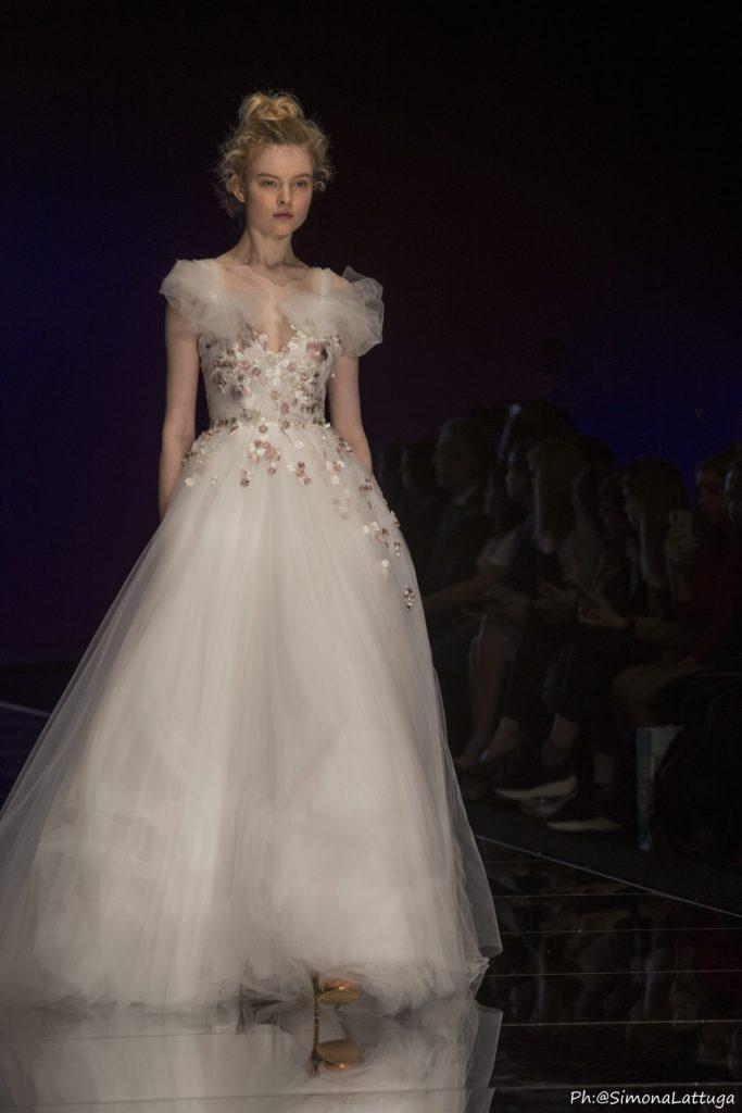 abito da sposa collezione 2020 Elisabetta Polignano con gonna tulle ed applicazioni floreali