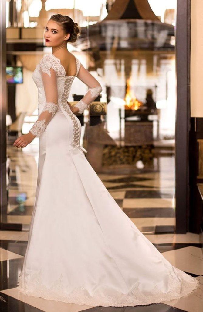 abito da sposa con stringhe effetto bustier