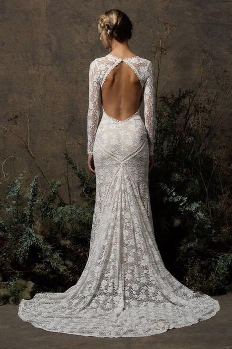 abito da sposa a sirena in pizzo con schiena nuda