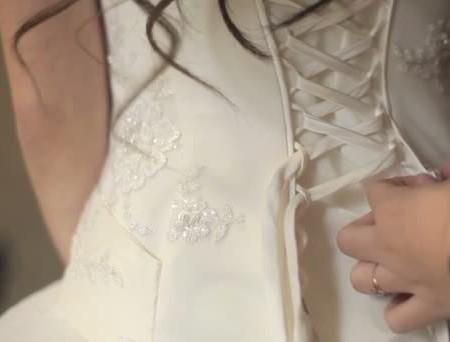 abito sposa con stringhe