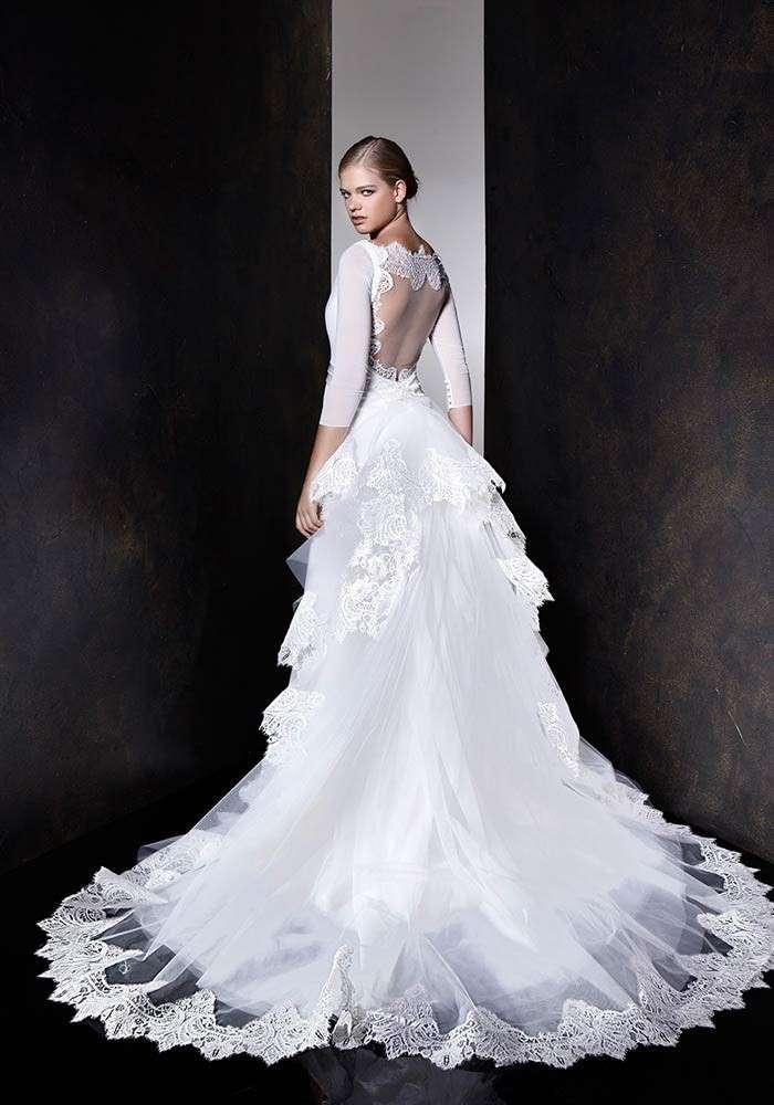 abito da sposa con strascico in pizzo