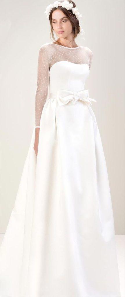abito da sposa con spalle in plumetis