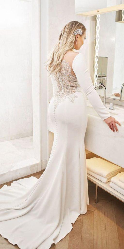 sposa curvy di schiena