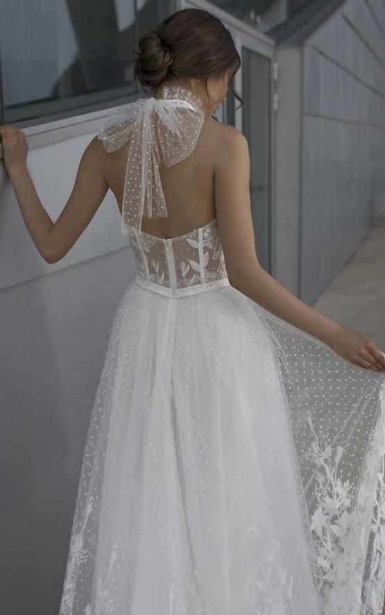 girocollo sposa in tulle plumetis con grande fiocco dietro
