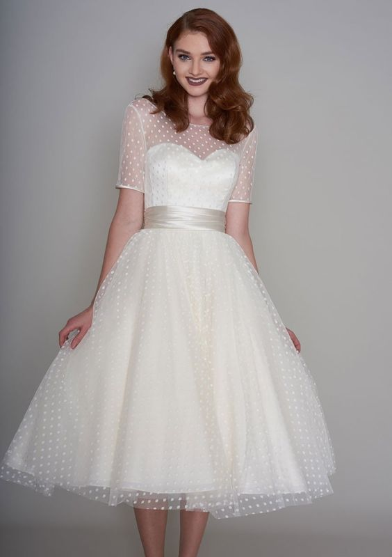 vestito da sposa corto stile vitage anni 50 in tulle point d'esprit