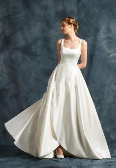 abito da sposa con scollatura a ballerina