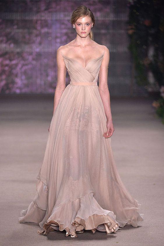 vestito da sposa rosa svasato drappeggiato