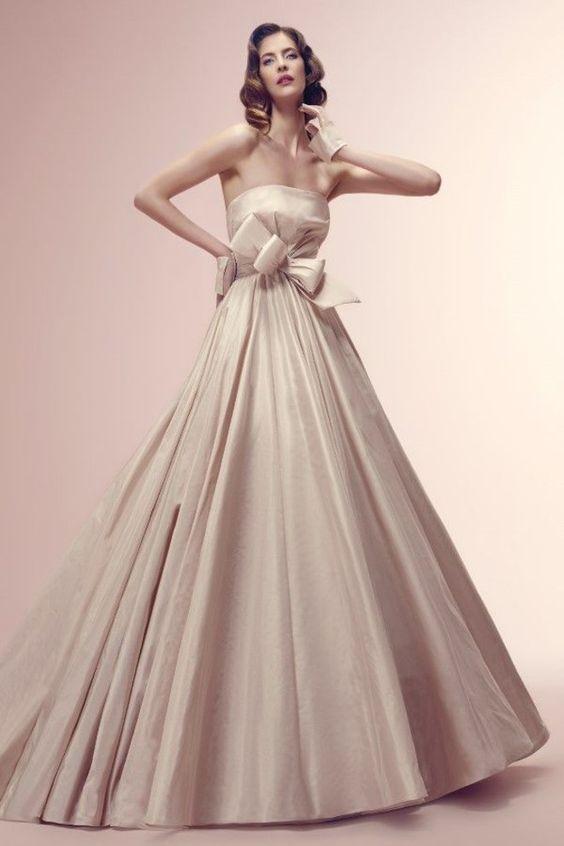 abito da sposa ampio in douchesse rosa