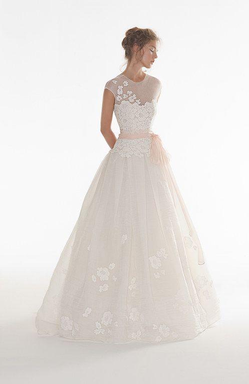 vestito da sposa ampio con scollatura illusion
