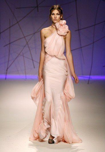 abito da sposa a sirena in chiffon rosa