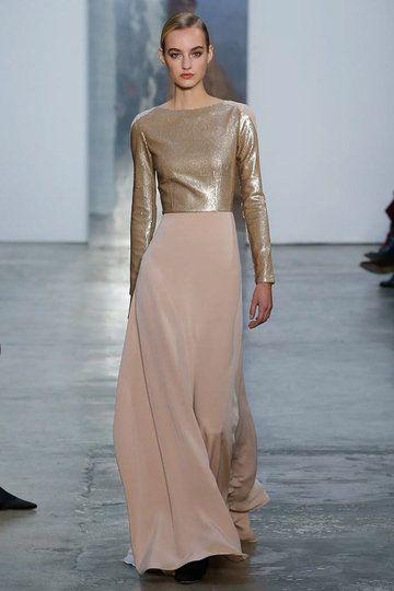 vestito da sposa  alternativo composto da gonna  svasata in seta e blusa in lurex oro