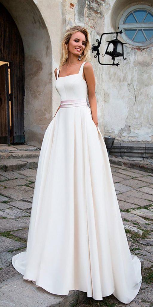 abito da sposa con scollatura quadrata