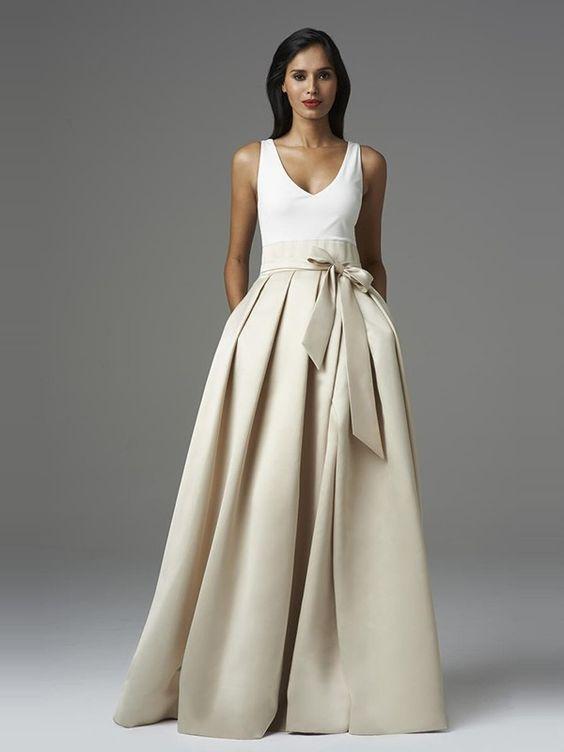 abito da sposa con scollo a V dolce