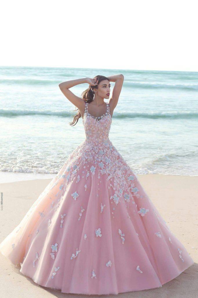 abito da sposa rosa baby ampio con applicazioni di fiori