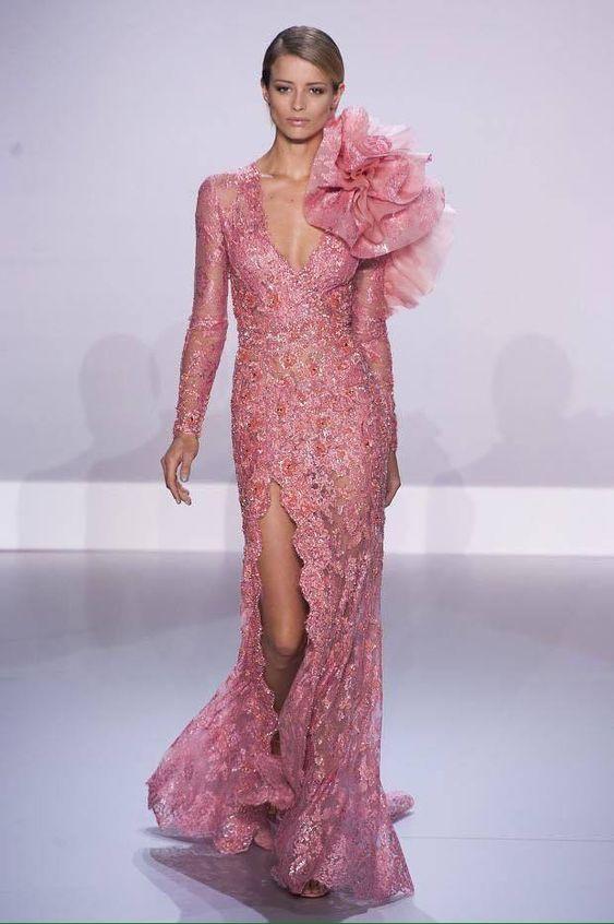 abito da sposa a sirena in pizzo rosa