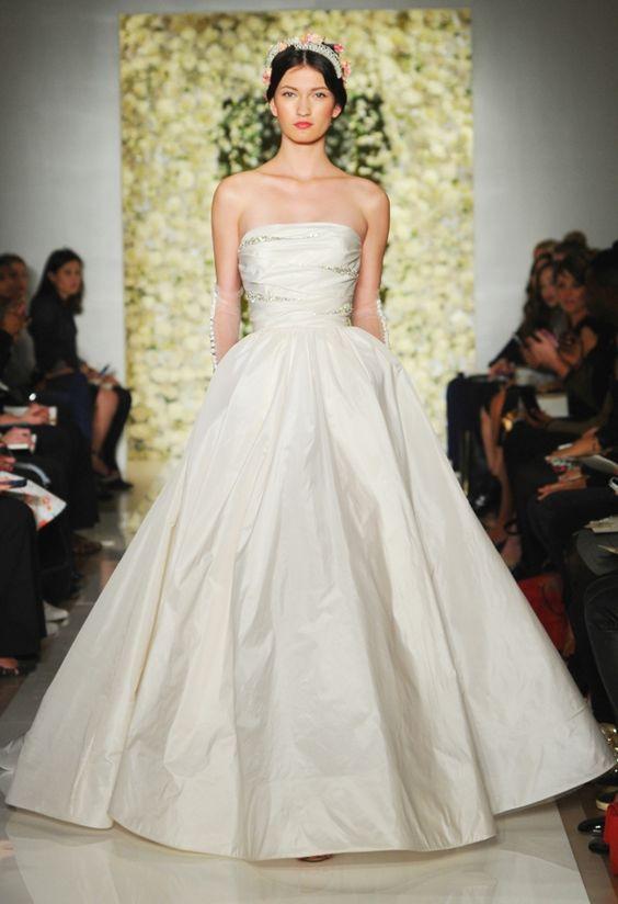 vestito da sposa ampio con scollatura decolletè dritta